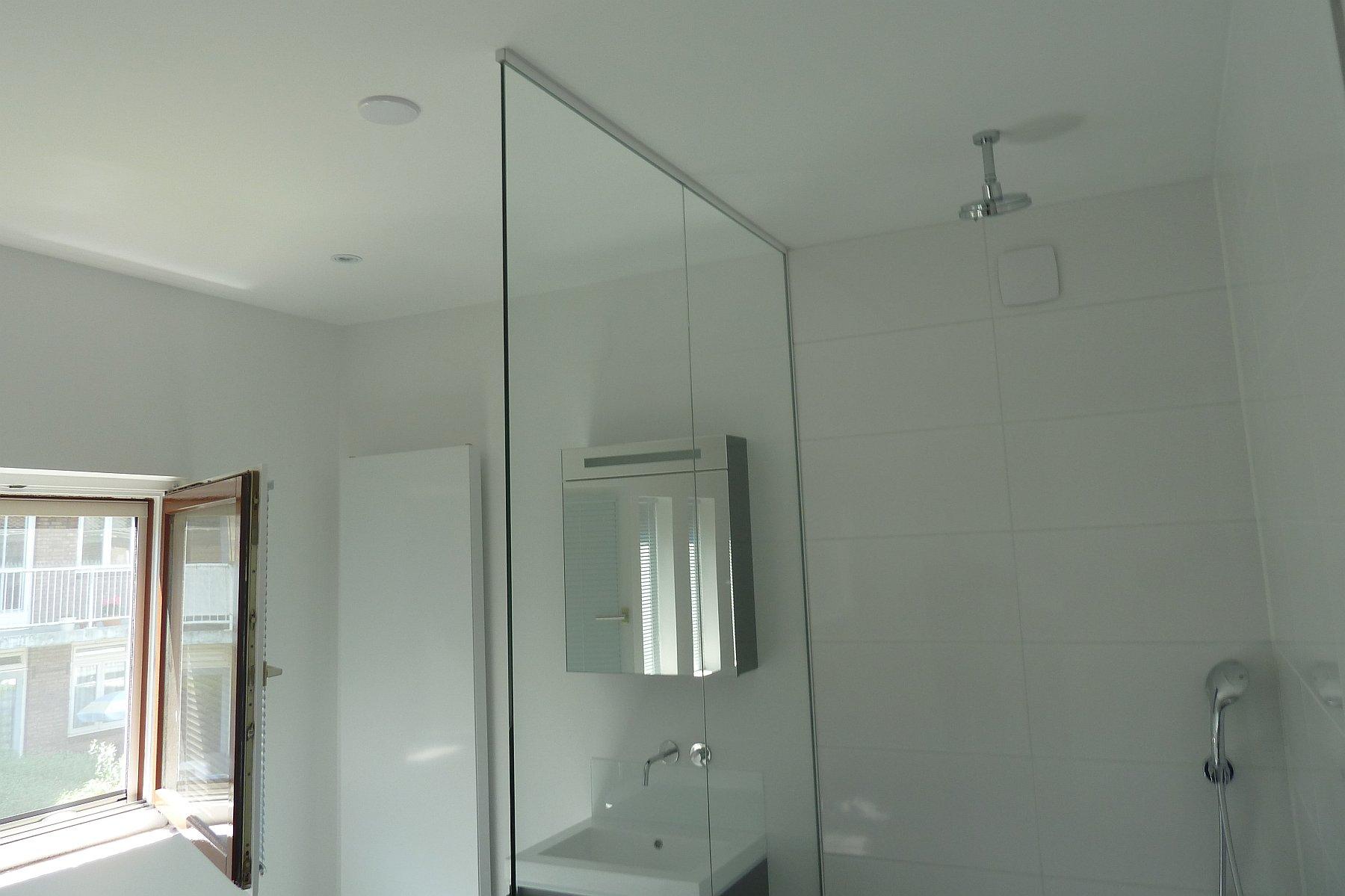Badkamer Douchewand Glas : Glazen douchewand plaatsen in rijswijk
