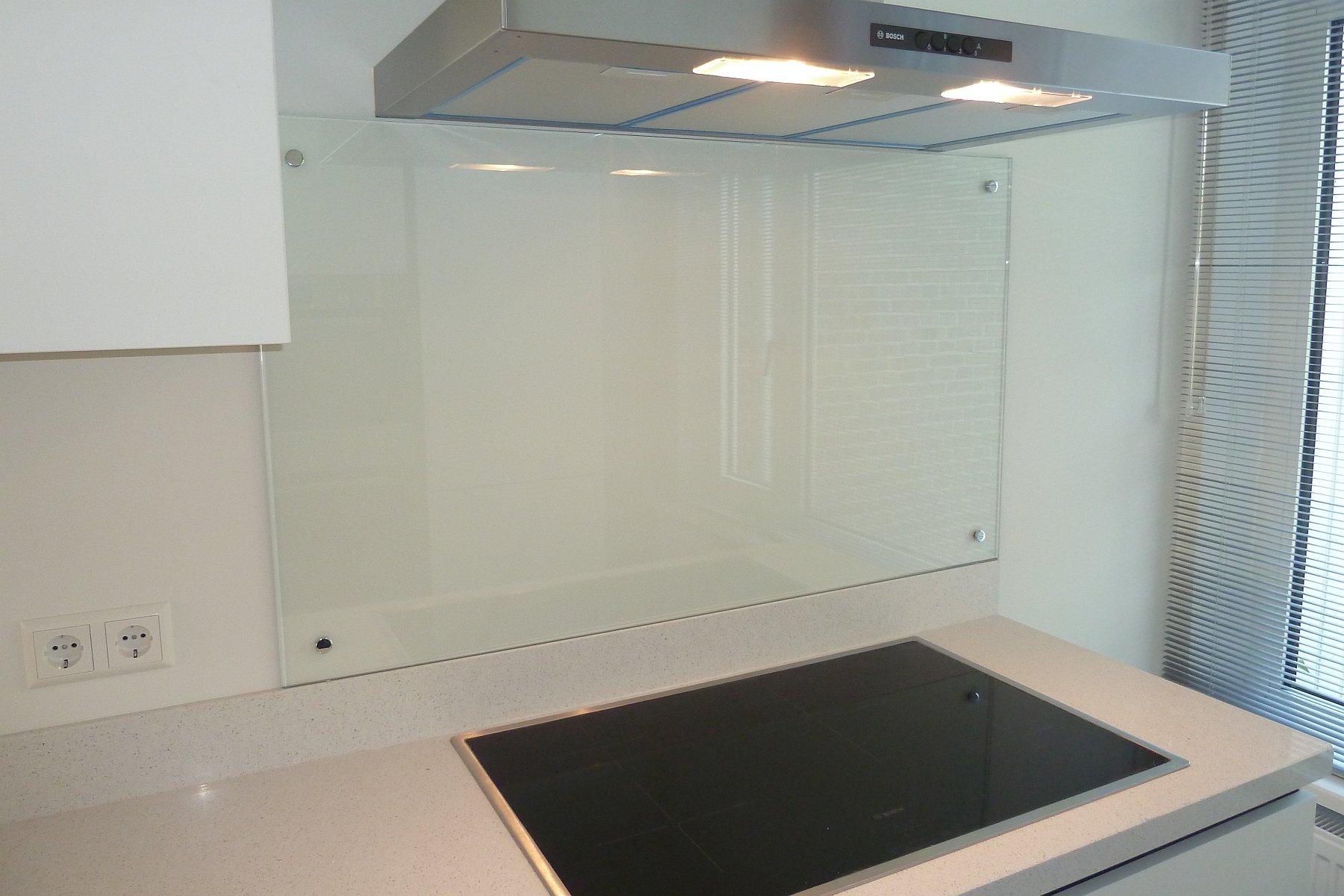 Glazen Spatwand Keuken : Glazen spatwand plaatsen in keuken den haag