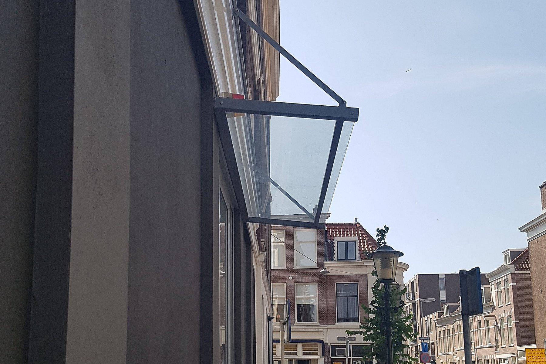 757032995e89a8 Kapot glas in overkapping vervangen te Den Haag